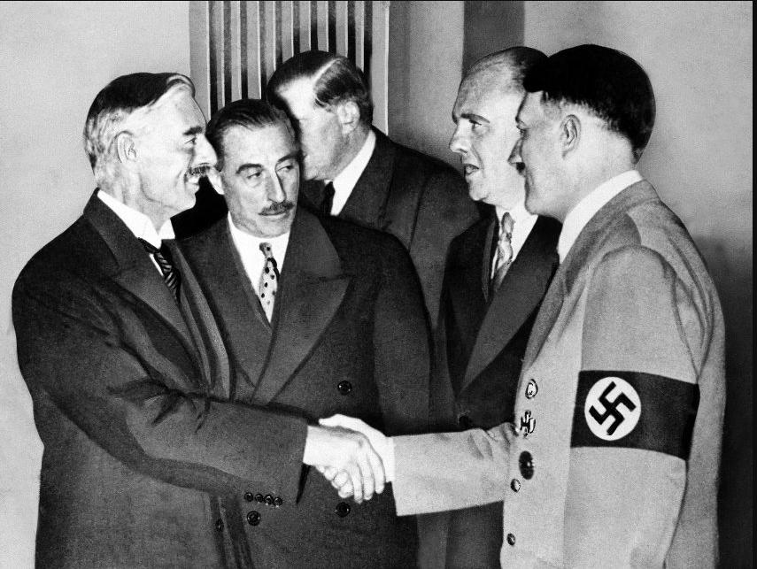 Adolf Hitler Neville Chamberlain.png